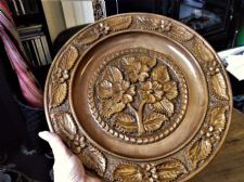 "VINTAGE CARVED VARNISHED WOODEN WALL PLATE 13.5"" DIA LOVELY FLORAL DETAIL"